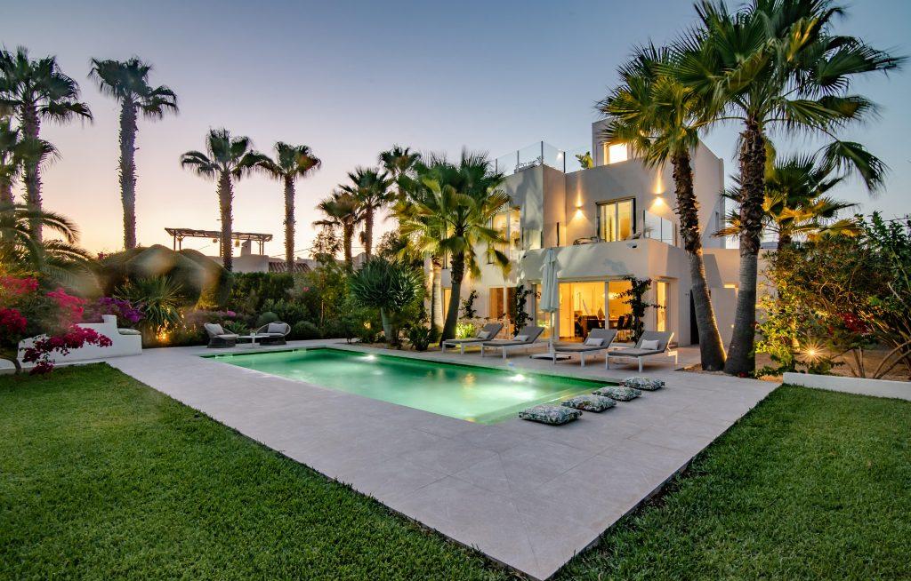 Casa Susana Pool mit Hausansicht